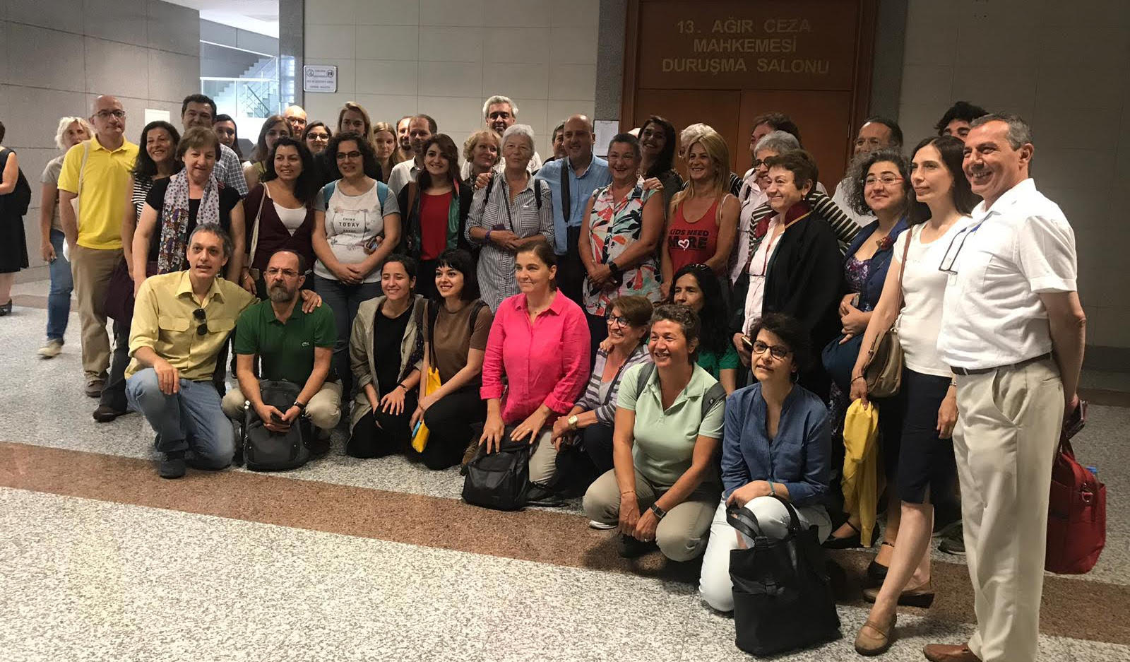 "Rights defenders acquitted in ""Özgür Gündem solidarity trial"""