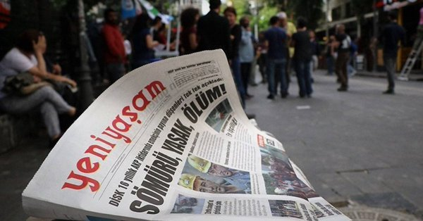 Prosecutor seeks jail term for journalist Akın at first hearing