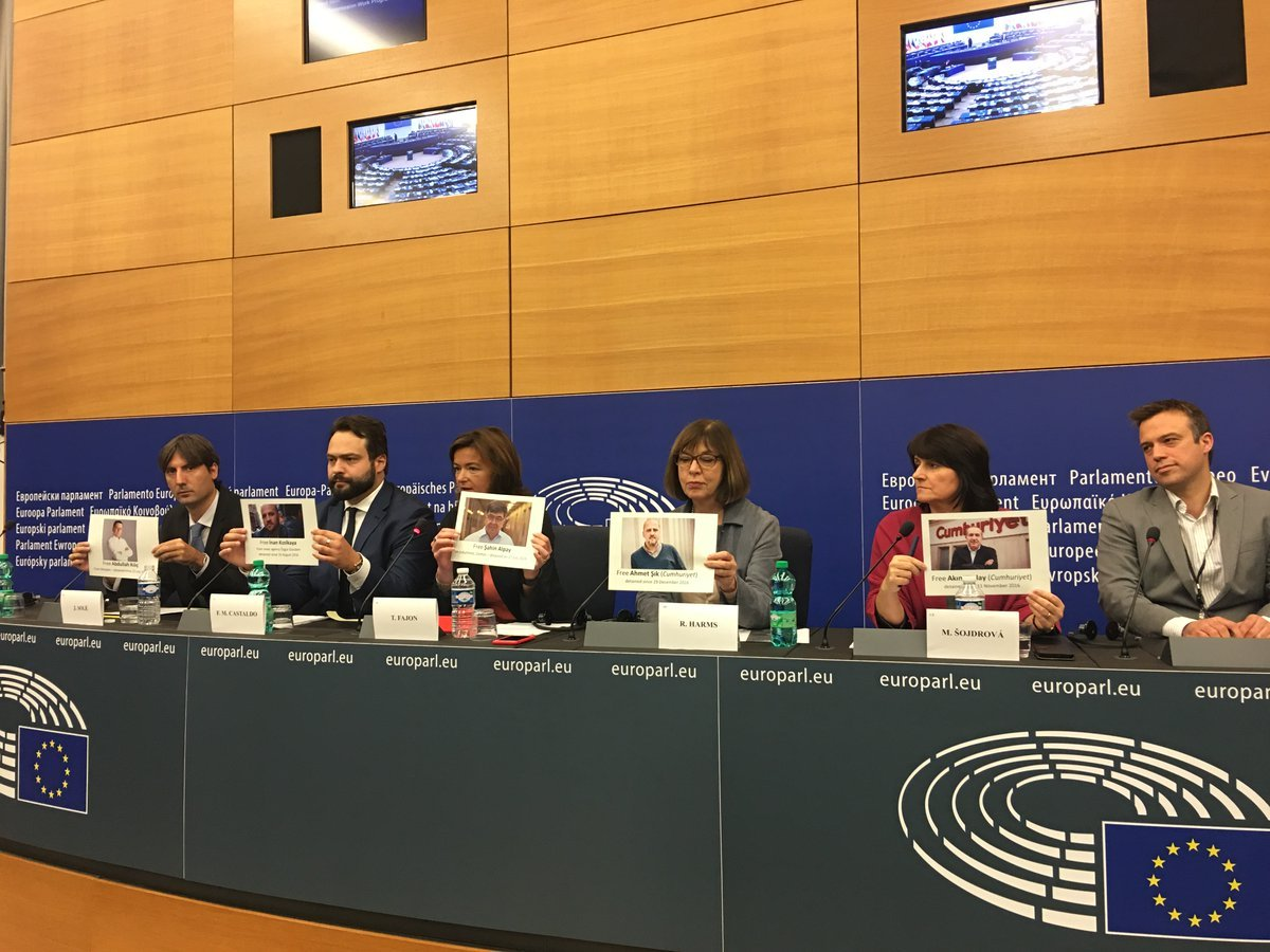 MEPs call for release of journalists jailed in Turkey